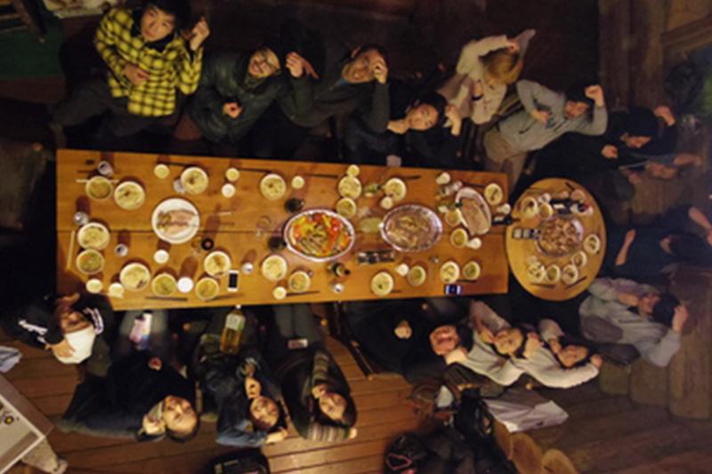 他店舗のシェフが集ってみんなでディナー!<br /> これまで旅館やホテルで食事することももちろんありましたが、今回はみんなで手作りディナーを実施!言うまでもなく「美味しく楽しい」時間でした~♪